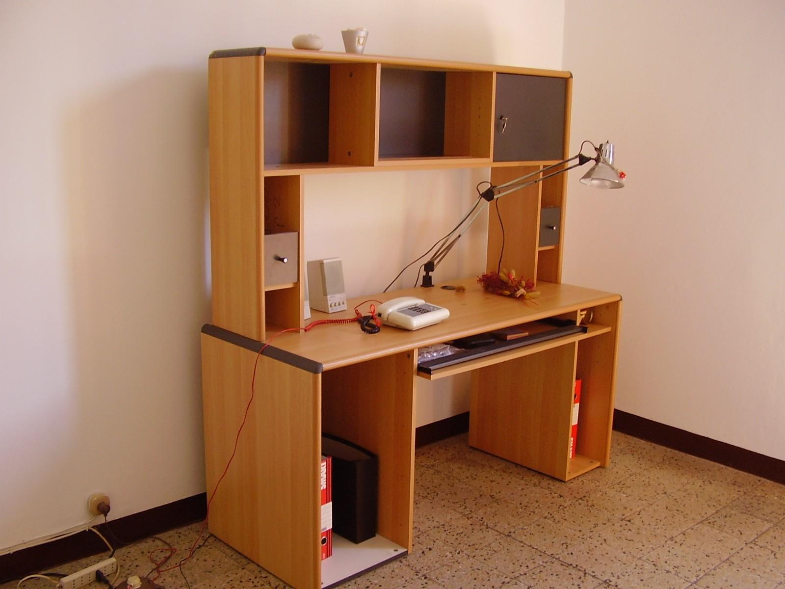 Cose di casa e dintorni scrivania porta pc - Scrivania porta computer ikea ...